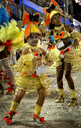 Kids from the Sao Clemente samba school performs at the Sambadrome during the samba school parade, Rio de Janeiro, Brazil, March 6, 2011. (Austral Foto/Renzo Gostoli)