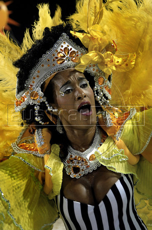 Dancer Diana Prado of Sao Clemente samba school performs at Sambadrome, Rio de Janeiro, Brazil , February 20, 2012. (Austral Foto/Renzo Gostoli)