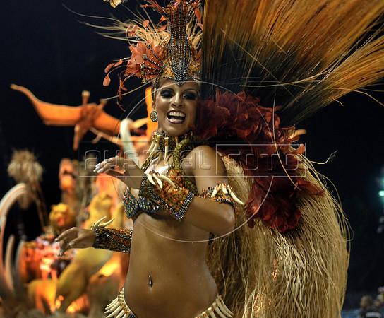 A dancer from Porto da Pedra samba school performs at the Sambadrome during the samba school parade in Rio de Janeiro, Brazil, February 23, 2009. (Austral Foto/Renzo Gostoli)