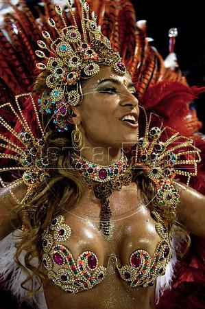 A dancer from Estacio de Sa samba school performs at the Sambadrome during the samba school parade in Rio de Janeiro, Brazil, February 21, 2009.  (Austral Foto/Renzo Gostoli)