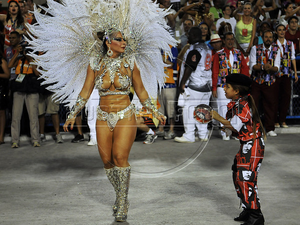 Viviane Araujo, drum's queen of Salgueiro samba school performs at the Sambadrome during the samba school parade,  Rio de Janeiro, Brazil, February 10, 2013. (Austral Foto/Renzo Gostoli)