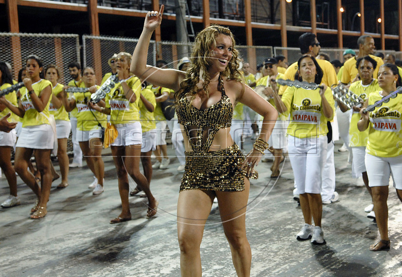 Drum queen Bruna Almeida participates at Sao Clemente samba school rehearsal at the Sambadrome, Rio de Janeiro, February 12, 2011. All week end of January and February the Rio's samba schools train in the Sambadrome for the carnival parade. The 2011 carnival start officially March 4. (Austral Foto/Renzo Gostoli)