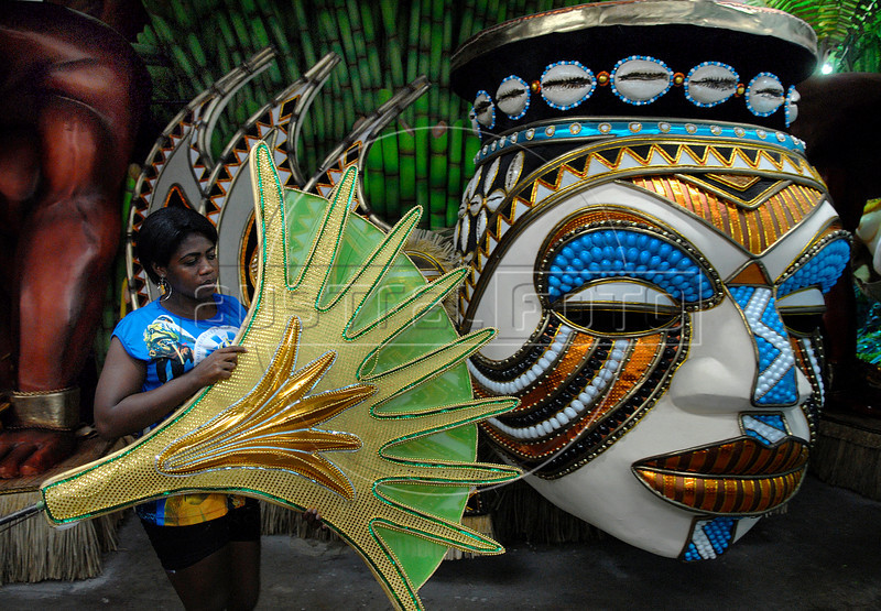 Juliana Oliveira, 20, prepares a float for Vila Isabel samba school in Rio de Janeiro, Brazil, Jan. 28, 2008. The float will be used during the carnival parades which begin on Feb. 02, 2008. Thousands of people work for 6 months out of the year preparing for carnival. (Austral Foto/Renzo Gostoli)