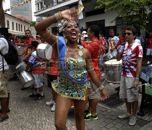 Dancers of Bloco da Saara participate at carnival festivities in a downtown's street of Rio de Janeiro, Brazil, February 11, 2012. (Austral Foto/Renzo Gostoli)
