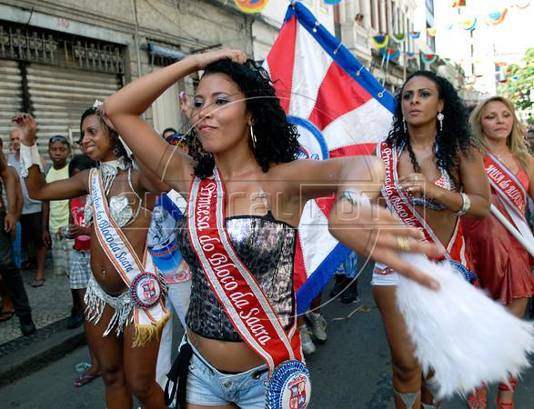 Samba dancers participate at carnaval festivities, Rio de Janeiro, Brazil, february 26, 2011. (Renzo Gostoli/Austral Foto)