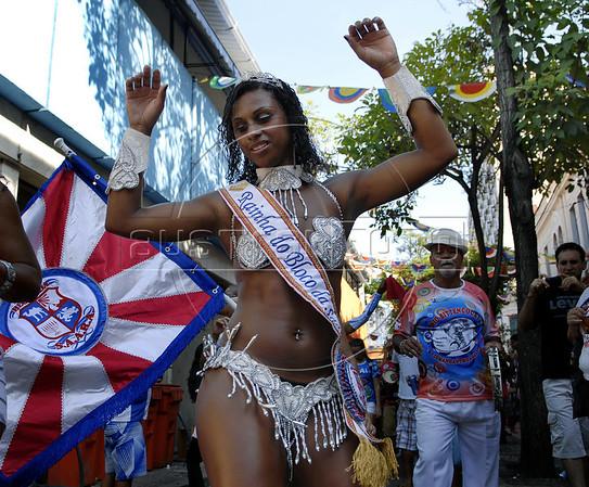Queen of Bloco da Saara participates at carnival festivities in a street of Rio de Janeiro, Brazil, February 26, 2011. (Austral Foto/Renzo Gostoli)