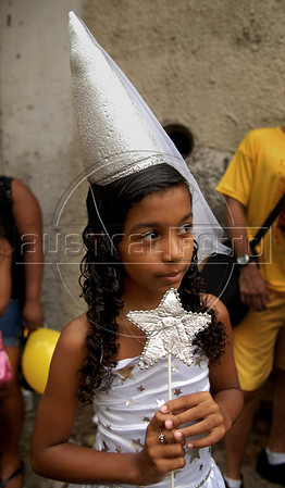A girl participate in an afternoon street parade during a pre-carnival event in downtown neighborhood, Rio de Janeiro, Brazil, February 14, 2009. (Austral Foto/Renzo Gostoli)