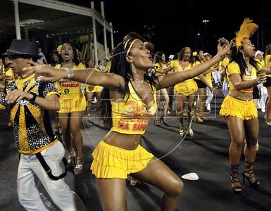 Samba dancer Diana Prado performs during a samba school's rehearsal at the Sambadrome, Rio de Janeiro, February 4, 2012. All week end of January and February the Rio's samba schools train in the Sambadrome for the carnival parade. The 2012 carnival start officially February 18. (Austral Foto/Renzo Gostoli)