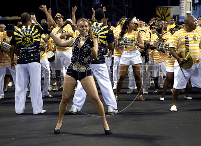 Samba dancer Bruna Almeida performs during a Sao Clemente samba school's rehearsal at the Sambadrome, Rio de Janeiro, February 4, 2012. All week end of January and February the Rio's samba schools train in the Sambadrome for the carnival parade. The 2012 carnival start officially February 18. (Austral Foto/Renzo Gostoli)