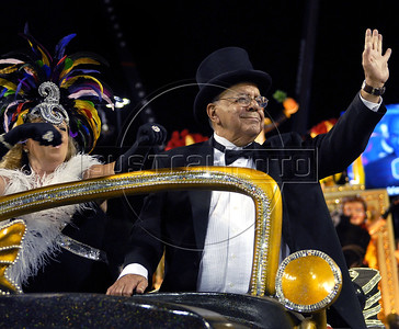 Journalist and writer Sergio Cabral, right, participates at Sao Clemente samba school parade at Sambadrome, Rio de Janeiro, Brazil , February 20, 2012. (Austral Foto/Renzo Gostoli)