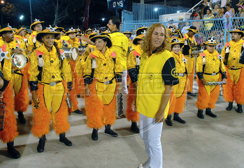 Members of Sao Clemente samba school prepare to perform at Sambadrome, Rio de Janeiro, Brazil , February 13, 2010.  (Austral Foto/Renzo Gostoli)
