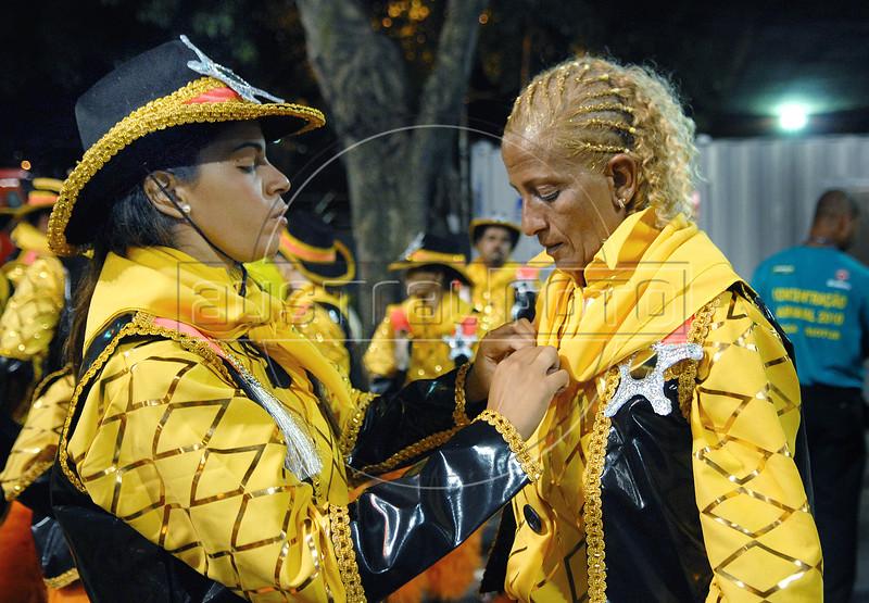 Members of Sao Clemente samba school prepare to perform at Sambadrome on the first night of the Carnival samba school parade, Rio de Janeiro, Brazil , February 21, 2009.  (Austral Foto/Renzo Gostoli)