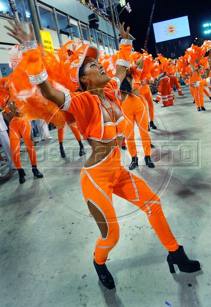 Dancers of Sao Clemente samba school perform at Sambadrome, Rio de Janeiro, Brazil , February 13, 2010.  (Austral Foto/Renzo Gostoli)