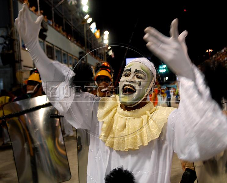 Members of Sao Clemente samba school perform at Sambadrome, Rio de Janeiro, Brazil , February 13, 2010.  (Austral Foto/Renzo Gostoli)