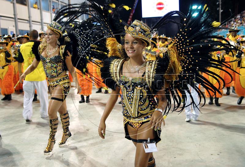 Drums queens of Sao Clemente samba school perform at Sambadrome, Rio de Janeiro, Brazil , February 13, 2010.  (Austral Foto/Renzo Gostoli)