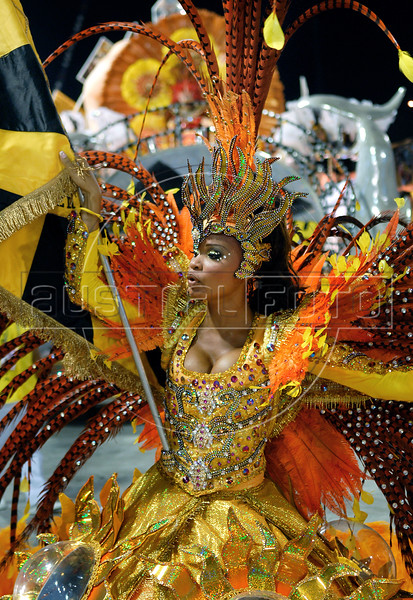 A member of Sao Clemente samba school performs at the Sambadrome during the samba school parade in Rio de Janeiro, Brazil, February 13, 2010. (Austral Foto/Renzo Gostoli)