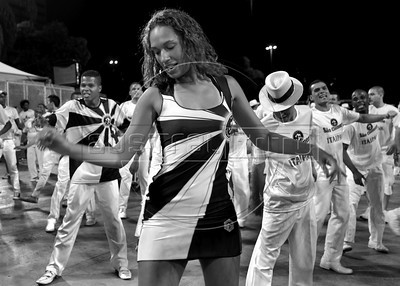 Sao Clemente em preto e branco. Ensaio tecnico no sambodomo, Rio de Janeiro, Brazil, February 12, 2011. (Renzo Gostoli/Austral Foto)