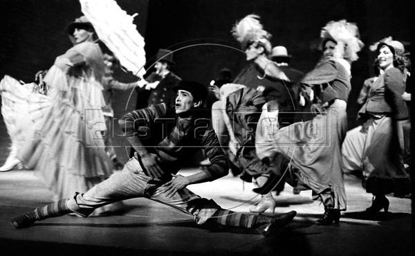 """""""La Opera de 3 centavos"""" de Bertolt Brecht, teatro Fru-Fru, Mexico DF, Mexico, Noviembre 1977. (Austral Foto/Renzo Gostoli)"""