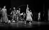 """Rosenda Montero, centro, como Jenny en """"La Opera de 3 centavos"""" de Bertolt Brecht, teatro Fru-Fru, Mexico DF, Mexico, Noviembre 1977. (Austral Foto/Renzo Gostoli)"""