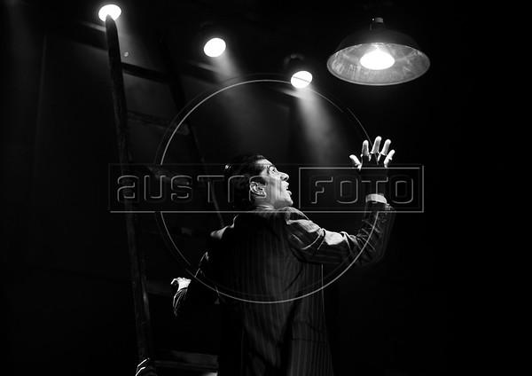"""Luz nas Trevas"" Bertolt Brecht"