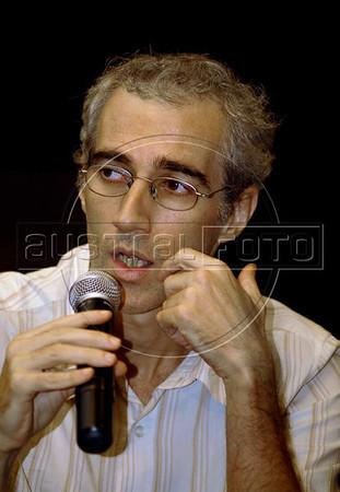 """Luiz Bolognesi, roteirista do filme """"As melhores coisas do mundo""""  na abertura da Mostra do Prêmio ACIE de Cinema 2010, Rio de Janeiro, Brazil, Marco 15, 2010. (Austral Foto/Renzo Gostoli)"""
