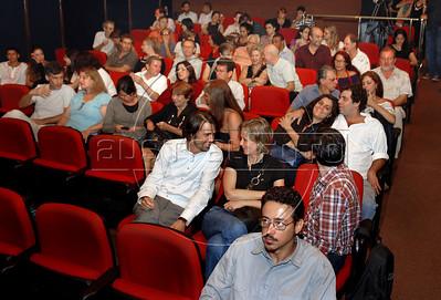 """Publico do filme """"As melhores coisas do mundo"""",  na abertura da Mostra do Prêmio ACIE de Cinema 2010, Rio de Janeiro, Brazil, Marco 15, 2010. (Austral Foto/Renzo Gostoli)"""