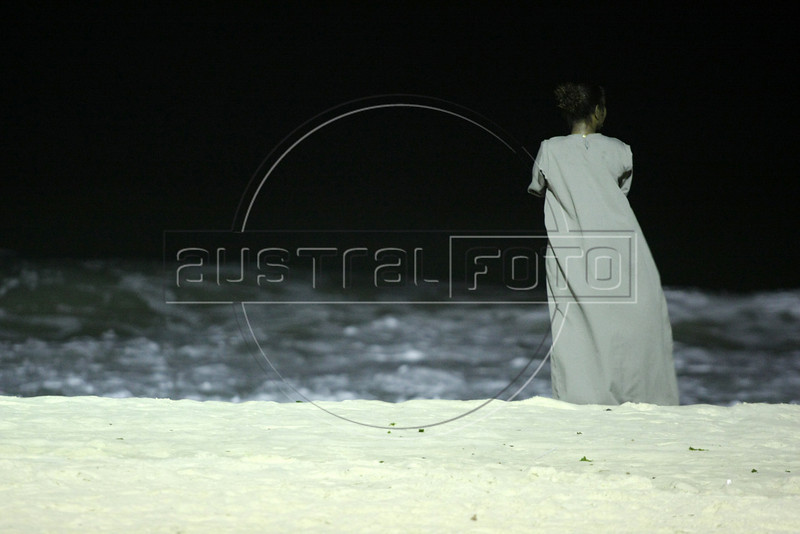 Dancing with the Devil production stills. Ana Lucia on Copacabana beach in Rio.(Australfoto/Douglas Engle)