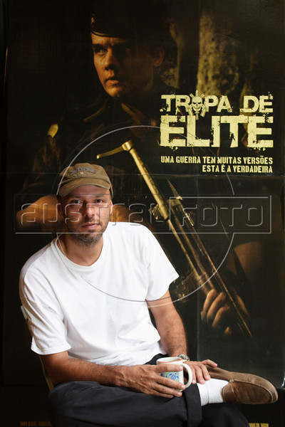 """Brazilian Director Jose Padilha in Rio de Janeiro, Brazil. Padilha directed the acclaimed documentary of a bus hijacking called  """"Bus 174"""" of 2002, but his latest film, fictional """"Tropa de Elite"""" (Elite Squad), about Rio de Janeiro's  SWAT team, has catapulted him to stardom. The film, which millions of Brazilians had seen on pirate DVDs even before the Oct. 2007 release, has been one of the most talked about events in Brazil. It's brutal and graphic portrayal of the police team has generated a healthy debate about police, crime, corruption and drug traffic.(Australfoto/Douglas Engle)"""