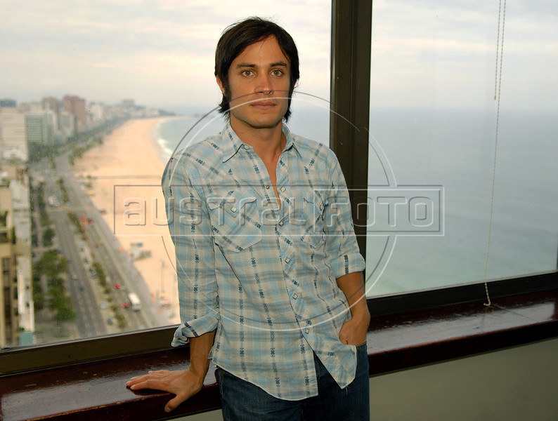 "Mexican actor Gael Garcia Bernal poses during the  photocall to present his film"" O Passado"" (The Past), directed by Hector Babenco which chronicles a married couple's difficult breakup in Rio de Janeiro, Brazil, Oct. 22, 2007.  (Austral Foto/Renzo Gostoli)"