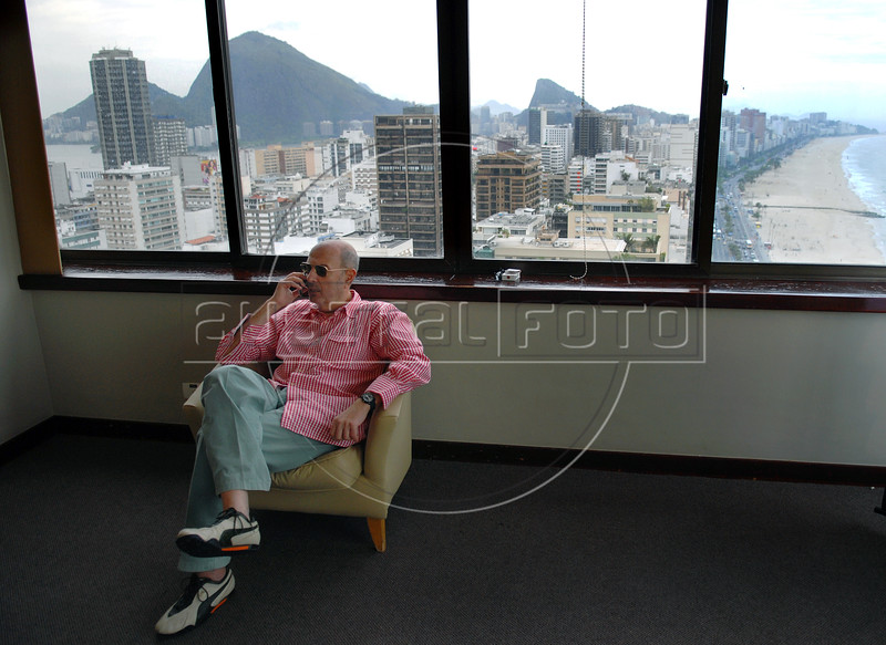 "Brasilian-Argentinian director Hector Babenco waits before the  photocall to present the film"" O Passado"" (The Past), which chronicles a married couple's difficult breakup in Rio de Janeiro, Brazil, Oct. 22, 2007.  (Austral Foto/Renzo Gostoli)"