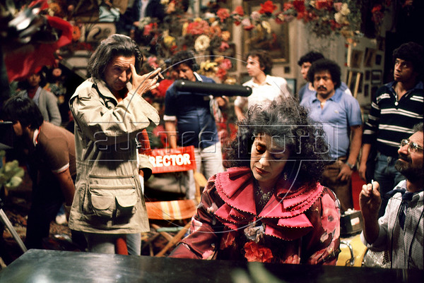 "Brazilian director Ruy Guerra, left, and greek actress Irene Papas prepare a scene of ""Erendira"" movie based on ""Candida Erendira History...""  of colombian Garcia Marquez, Mexico DF, Mexico, Dec. 1982 (Austral Foto/Renzo Gostoli)"