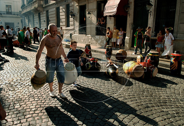 People prepares, at traditional San Telmo district, to participate at festivities of candombe, a musical genre originated from the influences of African music and developed on both banks of the Rio de la Plata because of the large influx of slaves during the colonial period, Buenos Aires, Argentina, december 12, 2006. (Austral Foto/Renzo Gostoli)