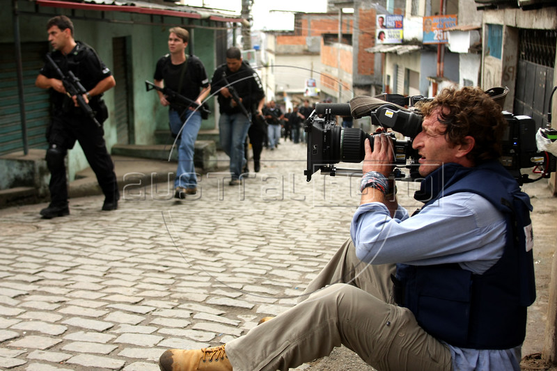 Dancing with the Devil production stills. DOP Lance Gewer during police raid in Complexo do Alemao (German Complex). (Australfoto/Douglas Engle)