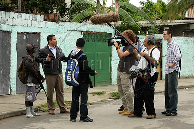 "Dancing with the Devil production stills. Shooting of Pastor Dione talking with a drug traffic ""soldier"" in Vila Aliana, Pastor Dione's district. (Australfoto/Douglas Engle)"