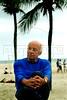 """Uruguayan writer Eduardo Galeano, author of """"Las venas abiertas de America Latina"""", """"Memorias del fuego"""", and others books, walk in Copacabana beach, Rio de Janeiro, Brazil, Nov. 26, 2005. (FOTO:AUSTRAL FOTO/RENZO GOSTOLI)"""