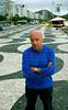 """Uruguayan writer Eduardo Galeano, author of """"Las venas abiertas de America Latina"""", """"Memorias del fuego"""", and others books, walk in Copacabana beach, Rio de Janeiro, Brazil, Nov. 26, 2005.  (Renzo Gostoli/Austral Foto)"""