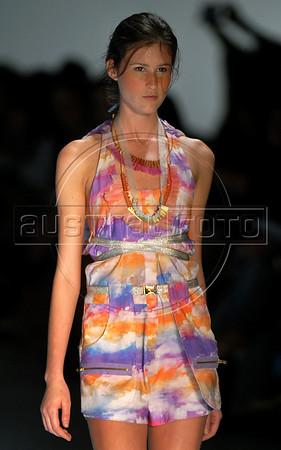A model shows a design of Cantao's 2010-2011 spring/summer collection during the Fashion Rio Show, Rio de Janeiro, Brazil, May 29, 2010.  (Austral Foto/Renzo Gostoli)