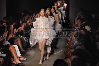 Models show designs of Melk Z Da's 2010-2011 spring/summer collection during the Fashion Rio Show, Rio de Janeiro, Brazil, May 30, 2010.  (Austral Foto/Renzo Gostoli)