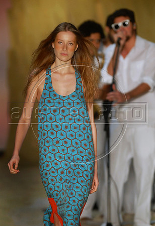 A model shows a design of Totem's 2010-2011 spring/summer collection during the Fashion Rio Show, Rio de Janeiro, Brazil, May 28, 2010.  (Austral Foto/Renzo Gostoli)