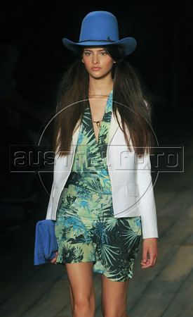 A model shows designs of 2nd Floor's 2012 spring/summer collection during the Fashion Rio Show, Rio de Janeiro, Brazil, May 25, 2012.  (Austral Foto/Renzo Gostoli)