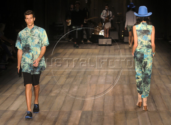Models show designs of 2nd Floor's 2012 spring/summer collection during the Fashion Rio Show, Rio de Janeiro, Brazil, May 25, 2012.  (Austral Foto/Renzo Gostoli)