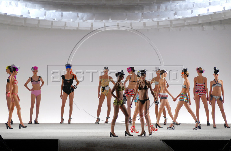 Models show designs of Salinas's 2007 spring/summer collection during the Fashion Rio Show, Rio de Janeiro, Brazil, June 4, 2007.   (AUSTRAL FOTO/RENZO GOSTOLI)