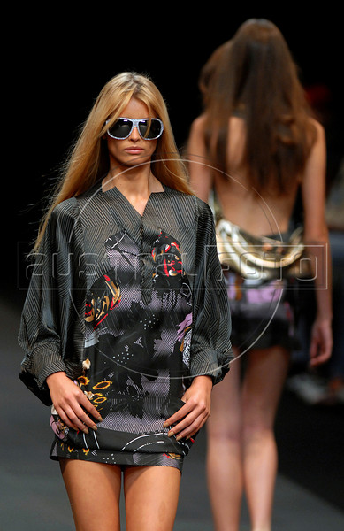 A model shows a design of Animale's 2007 spring/summer collection during the Fashion Rio Show, Rio de Janeiro, Brazil, June 7, 2007.  (AUSTRAL FOTO/RENZO GOSTOLI)