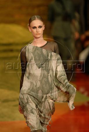 A model shows a design of Mara Mac's 2009 autumn/winter collection during the Fashion Rio Show, Rio de Janeiro, Brazil, January 12, 2009.  (Austral Foto/Renzo Gostoli)