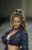 Brazilian top model Gisele Bundchen wears a creation from Colcci 2006 spring/summer collection during the Fashion Rio show in Rio de Janeiro, Brazil, June 17, 2005. (FOTO:AUSTRAL FOTO/RENZO GOSTOLI)