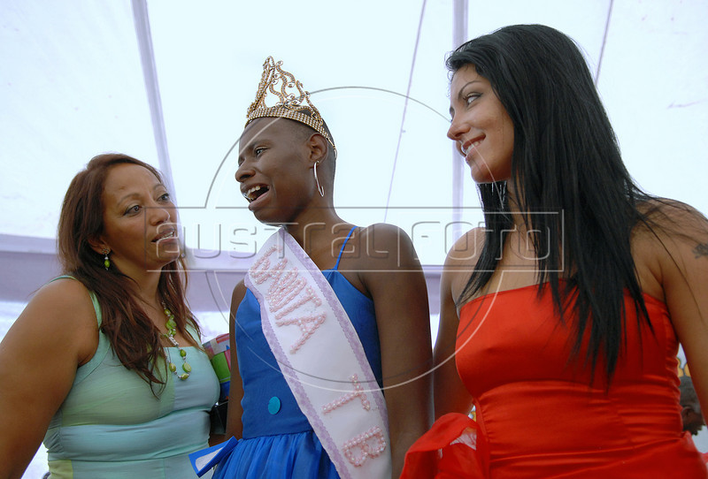 Joyce da Silva, 25, center, between Talavera Bruce's director Sonia Maria de Oliveira, left, and Dione Normando, Miss Talavera Bruce 2007, right, reacts after she was elected the most beautiful among 15 contestants of three prisons in a beauty pageant held at the Talavera Bruce prison in Rio de Janeiro, Brazil,  November 25, 2008. The Miss Talavera Bruce Beauty Pageant is an important break from the routine life of about 330 female inmates in the maximum security prison. The Rio de Janeiro prison is a notorious Bangu area, where some of Rio's top drug traffickers are held. The fifth annual pageant, which the VivaRio non-governmental organization helps organize, tries to transform these dangerous criminals into beautiful, dazzling, beauty pageant hopefuls for one day. (Austral Foto/Renzo Gostoli)