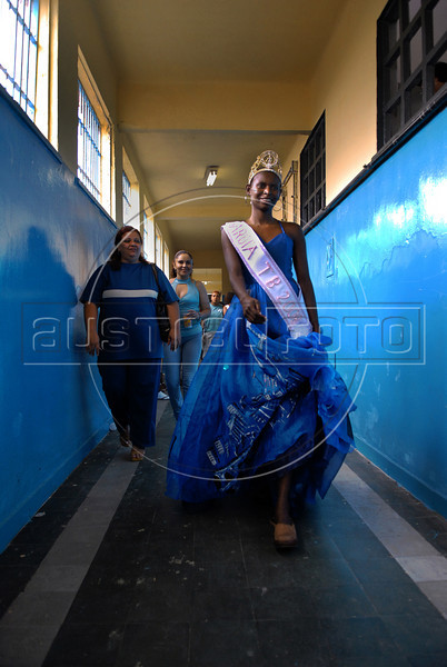 Joyce da Silva, 25, returns to cells after win the Talavera Bruce beauty pageant at female prison, Rio de Janeiro, Brazil, November 25, 2008. Joyce da Silva was elected the most beautiful among 15 contestants of three prisons in a beauty pageant held at the Talavera Bruce prison. The Miss Talavera Bruce Beauty Pageant is an important break from the routine life of about 330 female inmates in the maximum security prison. The Rio de Janeiro prison is a notorious Bangu area, where some of Rio's top drug traffickers are held. The fifth annual pageant, which the VivaRio non-governmental organization helps organize, tries to transform these dangerous criminals into beautiful, dazzling, beauty pageant hopefuls for one day. (Austral Foto/Renzo Gostoli)
