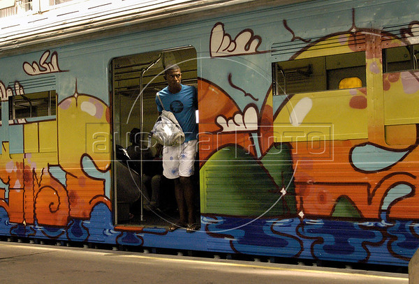 A man waits the departure of a train, painted by popular artists at Central do Brasil (Brazil's Central station), Rio de Janeiro, Brazil,  Feb. 7, 2006. Popular artists Otavio and Augusto Pandolfo, knows as Os Gemeos (The Twins), Nina, Ise and Coio have paints a train with four wagons of 90 meters, inaugurated today. The work is patricinated by Supervia , a brazilian railways company in a program to paints buildings and other trains by artists.  (FOTO:AUSTRAL FOTO/RENZO GOSTOLI)