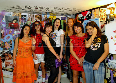 "'Minas do Graffiti' exhibition opening and inauguration of Artefeito Virtual Gallery, Rio de Janeiro, Brazil, September 2, 2009. Some female street artists participated at ""Minas do graffiti"" exhibition providing their art works for the Artefeito Virtual Gallery. (Austral Foto/Renzo Gostoli)"