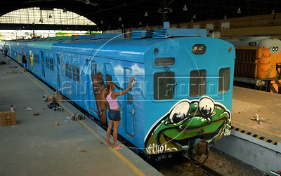 Brazilian popular artists paint a train at Engenho de Dentro station, Rio de Janeiro, Brazil, Nov. 3, 2007. More than 20 street artists participated in the event, sponsored the Supervia commuter railroad and by non-governmental organizations that work with social assistance for youths from slums and poor communities.  (AUSTRAL FOTO/RENZO GOSTOLI)